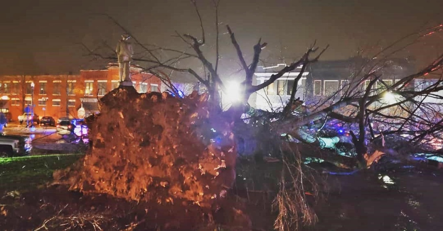 Nearly 100-year-old oak tree blown over during storms outside Limestone County Courthouse