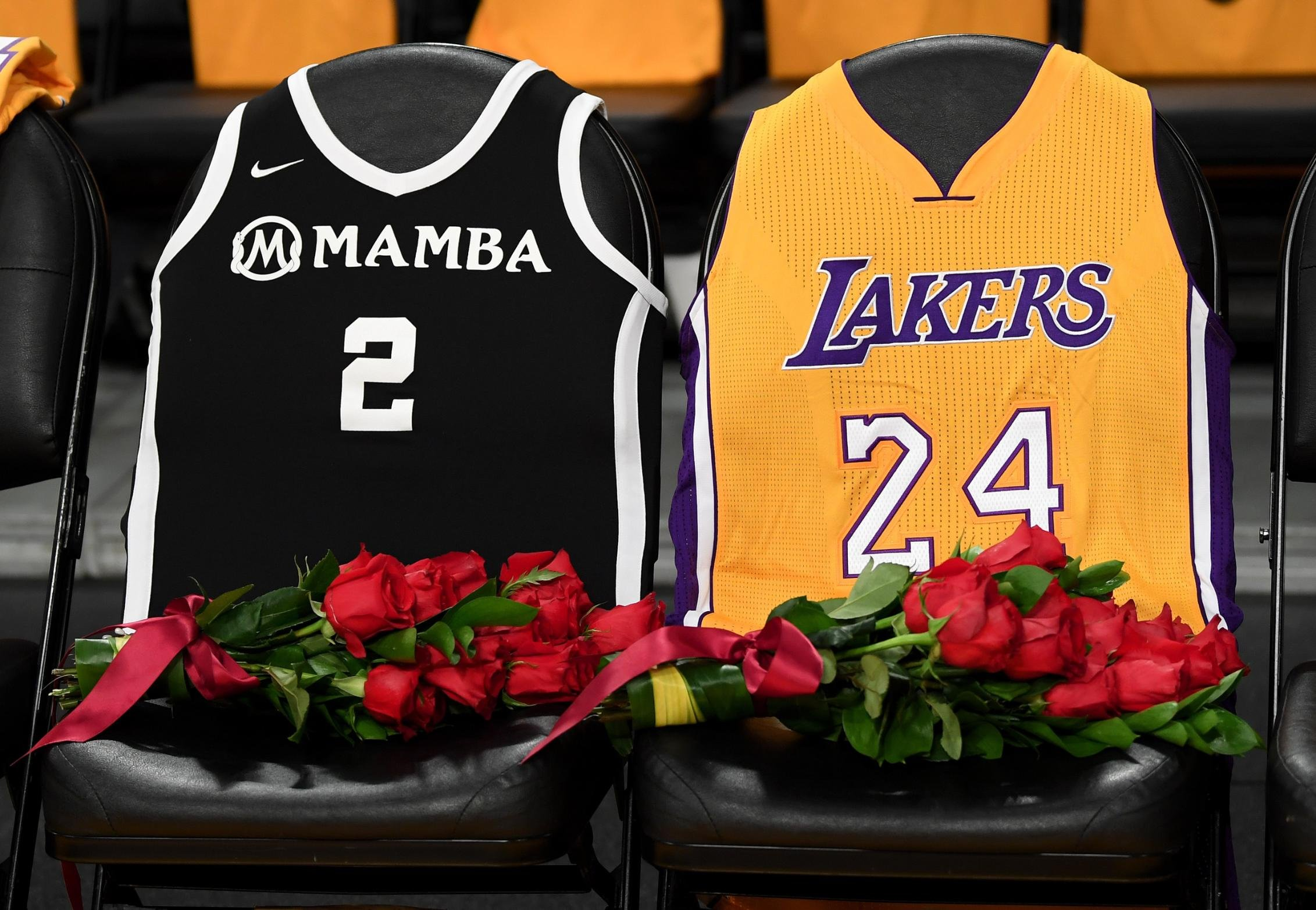 LeBron James and the Lakers honor Kobe Bryant in emotional pregame ...