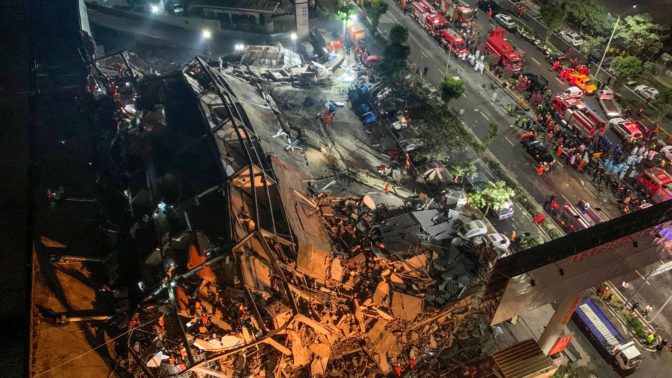 Rescuers search for survivors in the rubble of a collapsed hotel in Quanzhou, in China's eastern Fujian province on March 7, 2020. - Around 70 people were trapped after the Xinjia Hotel collapsed on March 7 evening, officials said.