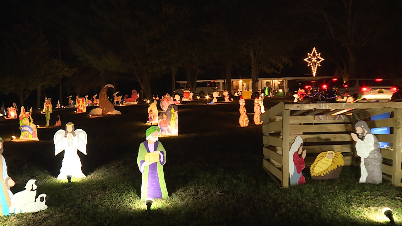 Phil Campbell family's elaborate Christmas display attracts hundreds